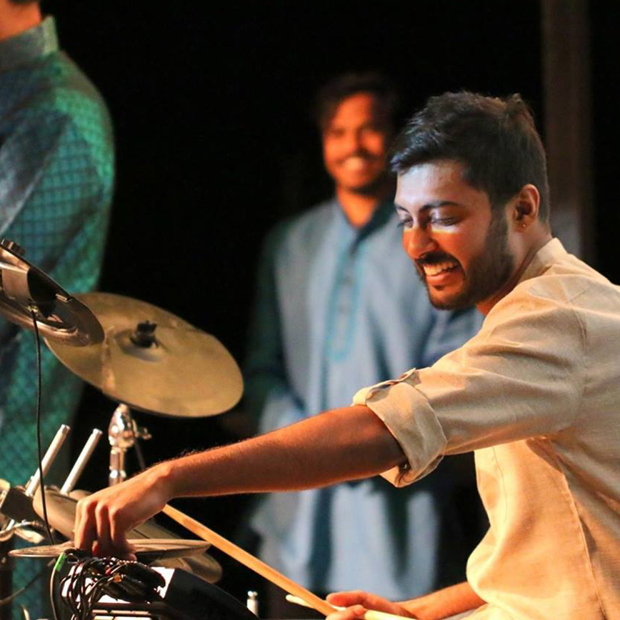 Sharan Yagneswar playing the drums at a KTH party.