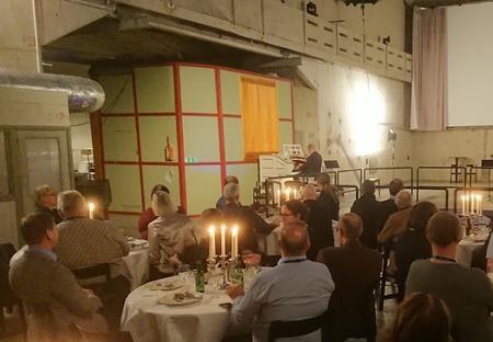 Middag i reaktorhallen, Gunnar Julin spelar biograforgel